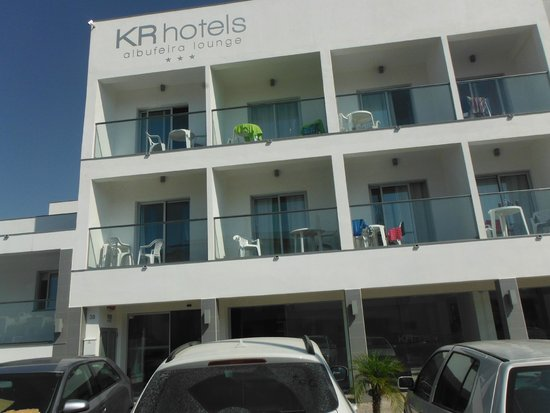 KR Hotels : Front of the hotel-free parking