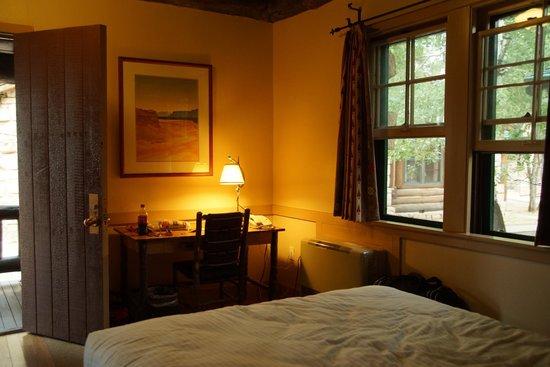 Grand Canyon Lodge - North Rim : Desk in Room