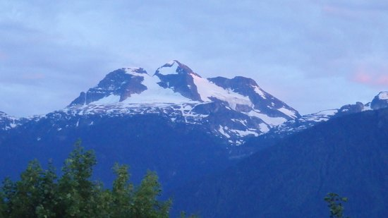 Woolsey Creek Bistro : Mountains in the evening