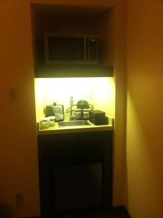 Embassy Suites by Hilton Tysons Corner : Mini-kitchen