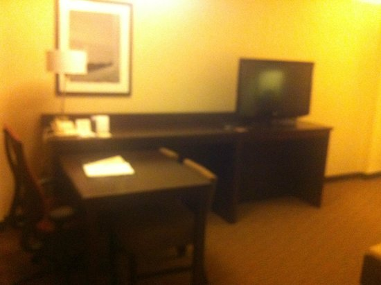 Embassy Suites by Hilton Tysons Corner: facing office area
