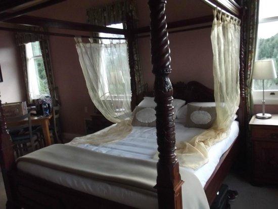 Waitomo Caves Hotel: beautiful bed