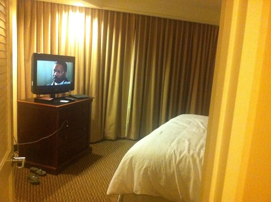 Embassy Suites by Hilton Tysons Corner: facing the bedroom from the door