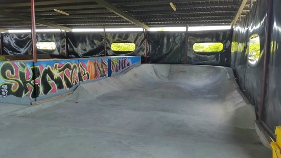Nitro City Resort: skate shelter 3