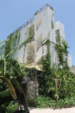 Casa BlatHa : side view