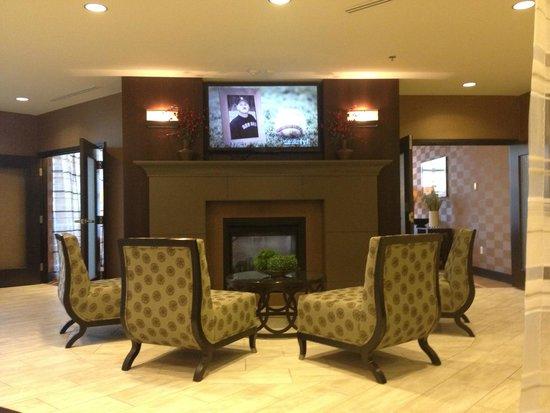 Hilton Garden Inn Ogden UT: Sitting Area in the Lobby