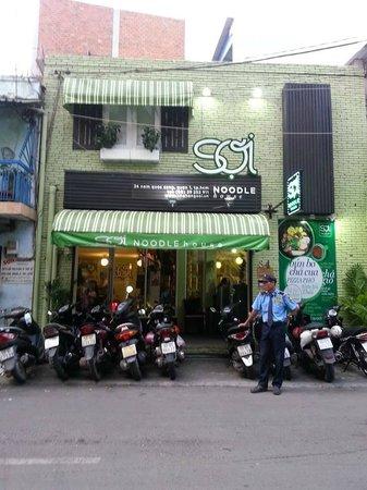 Queen Ann Hotel: Noodle House near Hotel