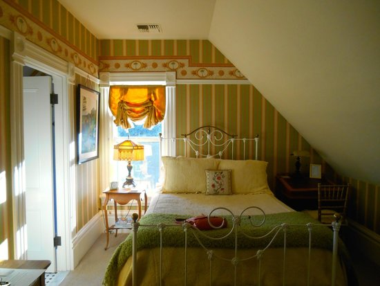 C'est La Vie Inn: The lovely Gauguin room!