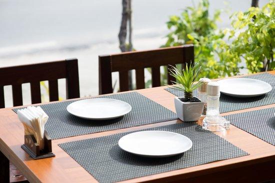 Phensiri Thai Restaurant: Sitting