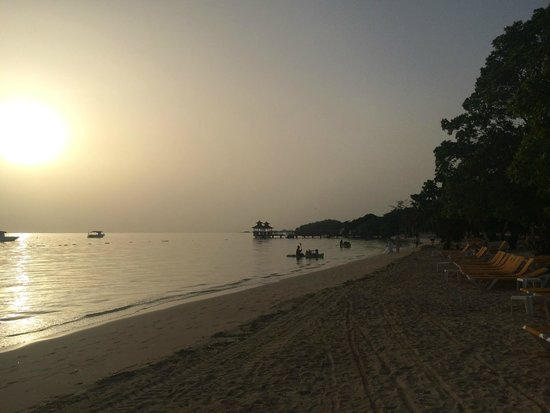 Iberostar Rose Hall Beach Hotel: early morning beach walk