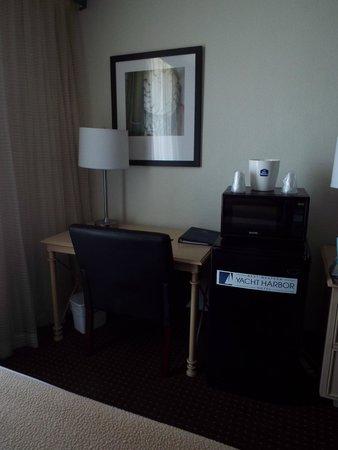 Best Western Yacht Harbor Hotel : Desk
