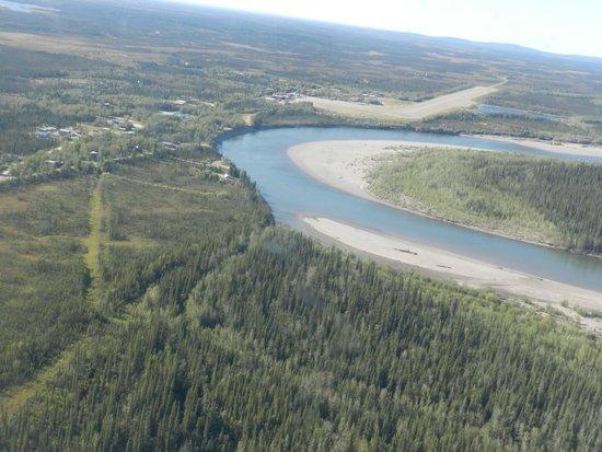 Bettles Lodge: Town of Bettles on the Koyukuk River