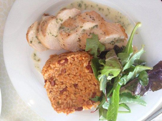 Kasavista: Arroz mamposteado con pechuga rellena de jamon serrano y queso manchego, deliciosa
