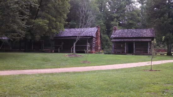 Hagood Mill Historic Site: Nice old log cabins