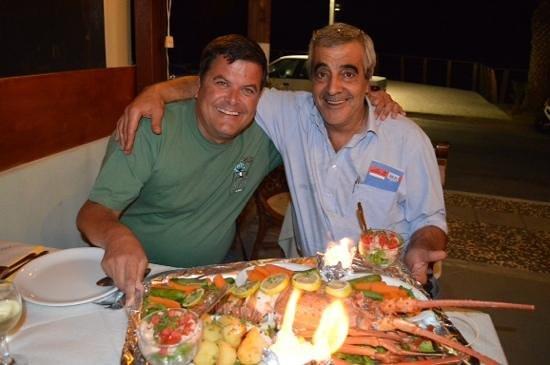Pelagos Taverna Restaurant : Avec Stelios (à droite) patron du Pelagos...