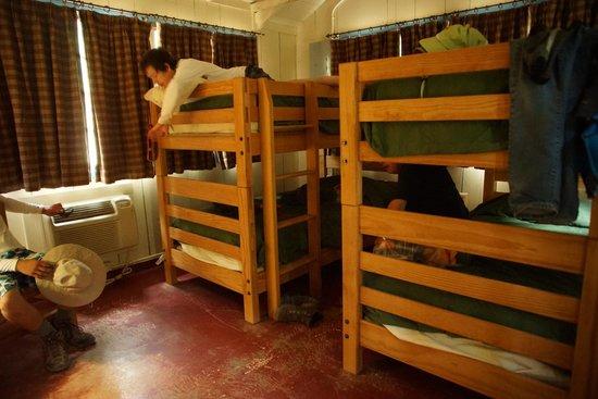 Phantom Ranch: bunk beds in cabin