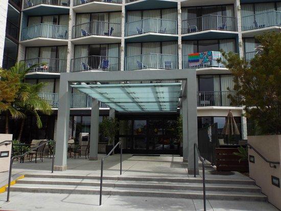 Best Western Yacht Harbor Hotel: Front Entrance