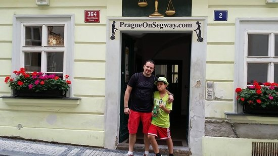 Prague On Segway, on E-Scooter, on Quad : check in at their office in Mala Strana