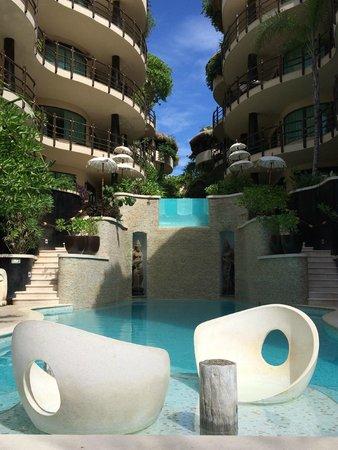 El Taj Oceanfront & Beachside Condos Hotel: The pool and jacuzzi