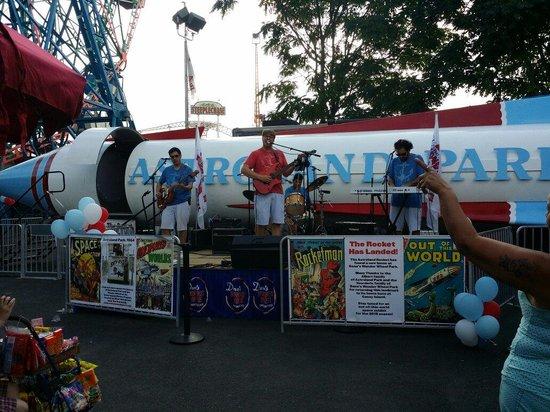 Coney Island USA: La banda buenisima