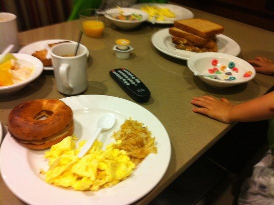 Ayres Hotel Fountain Valley/Huntington Beach: Breakfast ( same Bf everyday)