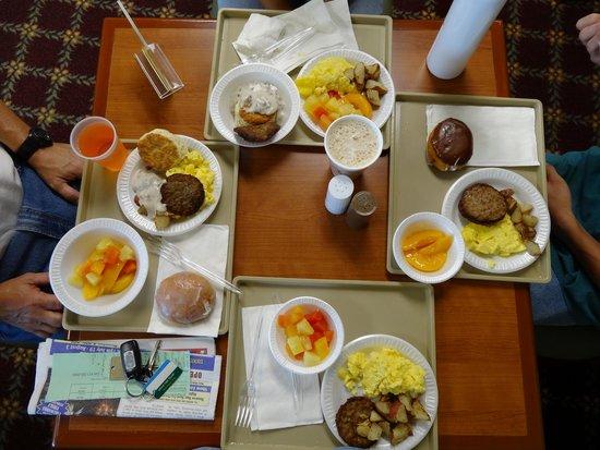 Savannah House Hotel: Free breakfast