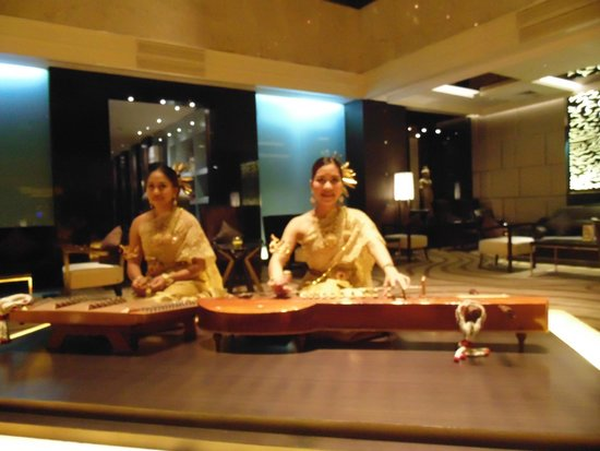 Amari Watergate Bangkok: The beautiful instrumental at the lobby.