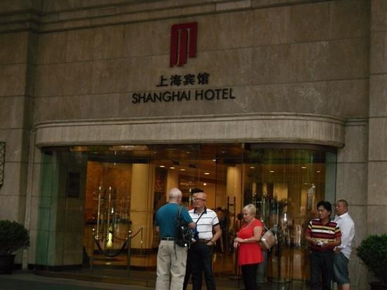 Shanghai Hotel: Hotel Entrance