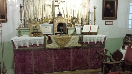Mission San Luis Obispo de Tolosa: Museum Alter