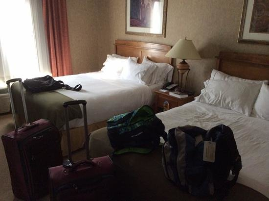 Holiday Inn Express: Two Queen beds in the room