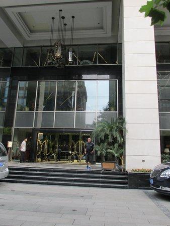 Grand Central Hotel Shanghai: Hotel street entrance