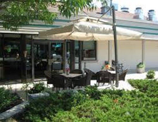 Illiano's Cucina: Outside view