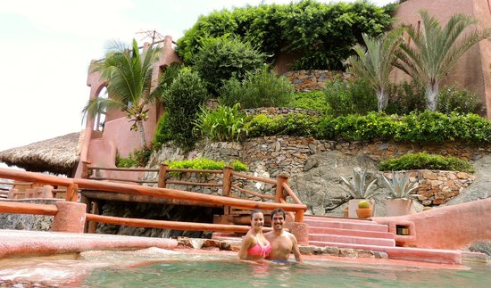 La Casa Que Canta : The beautiful beach pool
