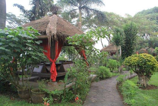 The La Oma Hotel Resto: Gazebo