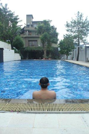 The La Oma Hotel Resto: Kolam Renang