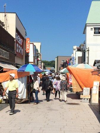 Morning Market in Wajima: 朝市入口付近から