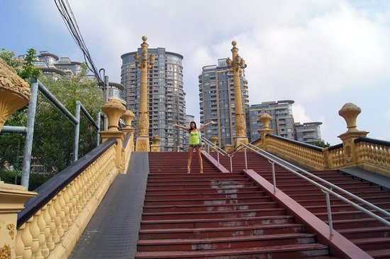 Holiday Inn Express Putuo Shanghai : Мост рядом с гостиницей