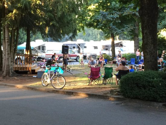 Lynden / Bellingham KOA: Emma Alves concert August 2014. Pretty cool!