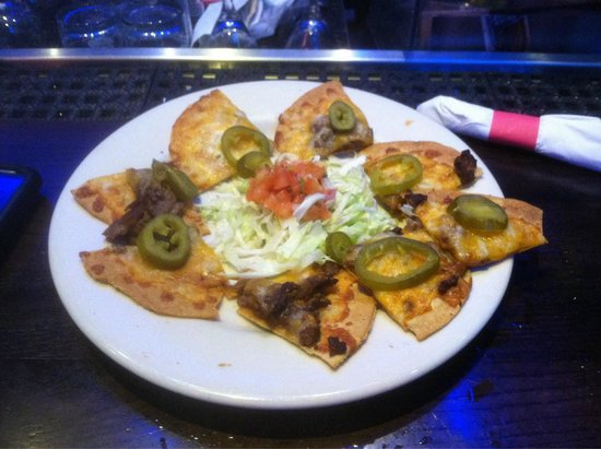 Chili's Grill & Bar : 8 pieces of chips and they call it nachos really!!!!!!