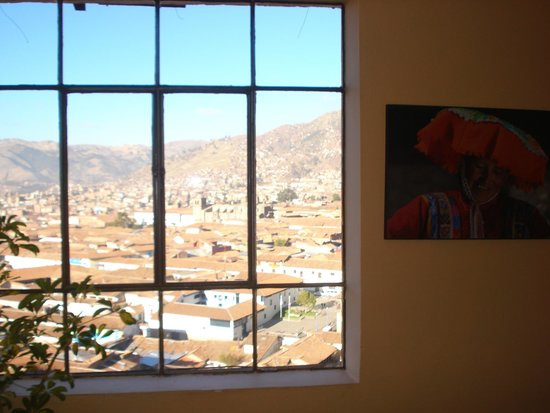 Hostal Wara Wara: Vista desde el pasillo que va  a las habitaciones