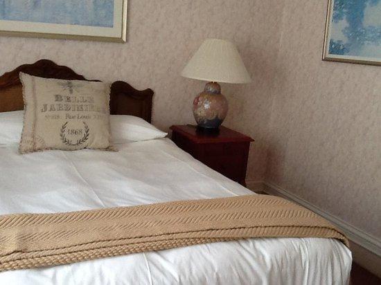 Cornell Hotel de France: Room 409
