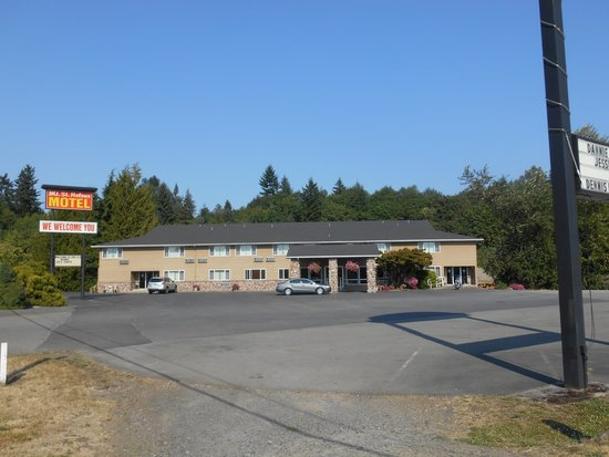 Mt. St. Helens Motel: The view of the motel from the street.