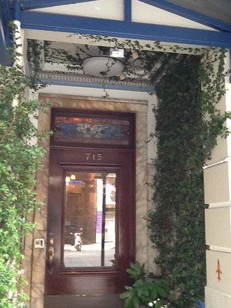 Cornell Hotel de France: Front Door