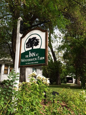 The Inn At Woodhaven Farm: The sign...