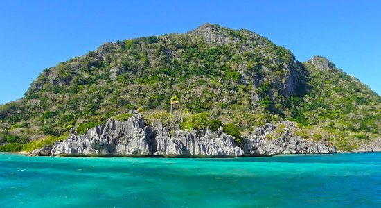 Captain Cook Cruises - Fiji Day & Dinner Cruises : Island seen from a snorkel trip