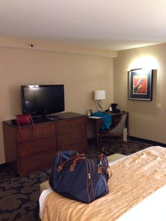 The Orleans Hotel & Casino: Nice updated room