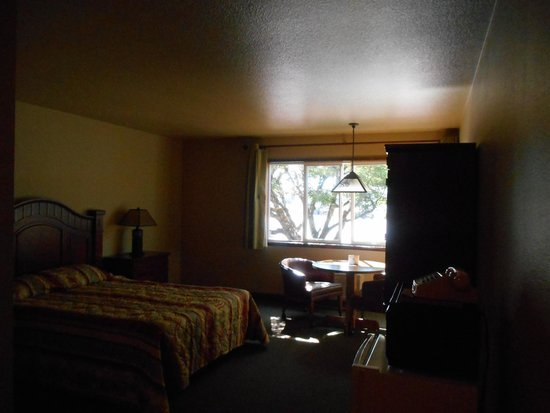 Mt. St. Helens Motel: From the door looking into the room.