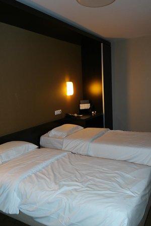 Hotel Expo Astoria: Room
