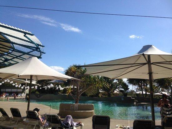 Kingfisher Bay Resort : Pool area