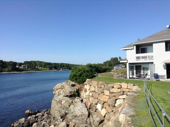 Stage Neck Inn: Looking up the river towards York Harbor